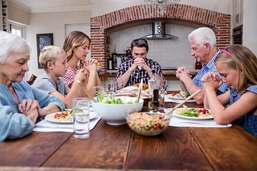 Multi-generation-family-praying-500